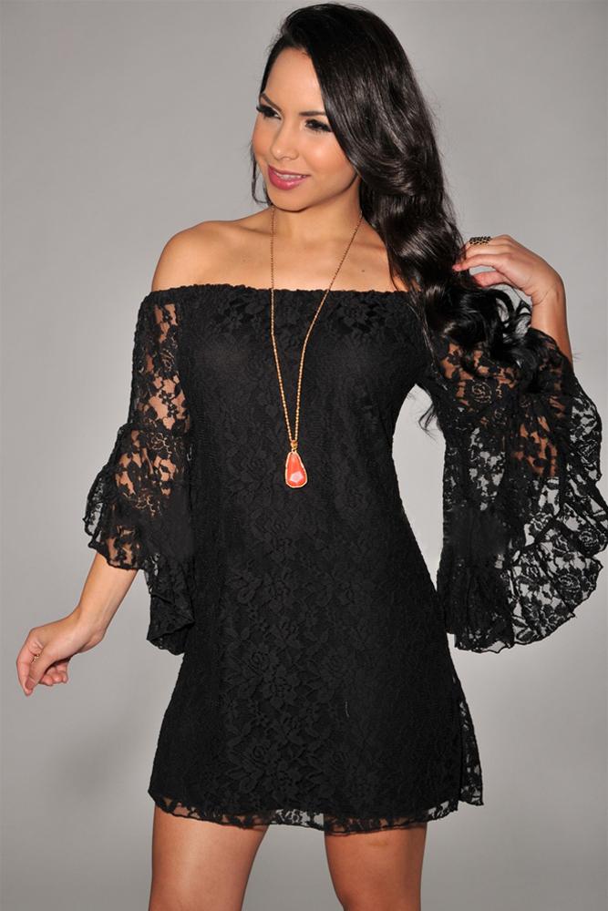 Платье без рукавов с открытыми плечами
