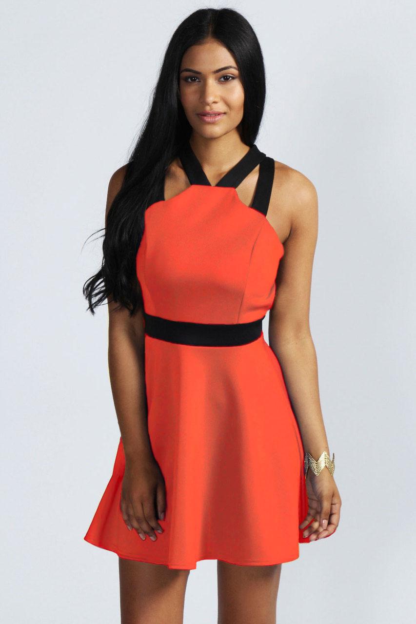 d1fe88ba157 Красное платье с черным поясом и перекрестными бретелями на открытой спине