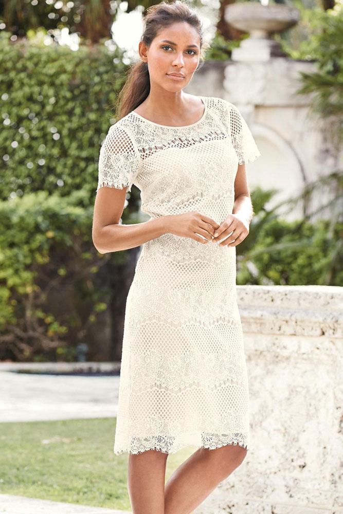 a669cf5ab88 Белое прямое платье из кружева с коротким рукавом - купить ...