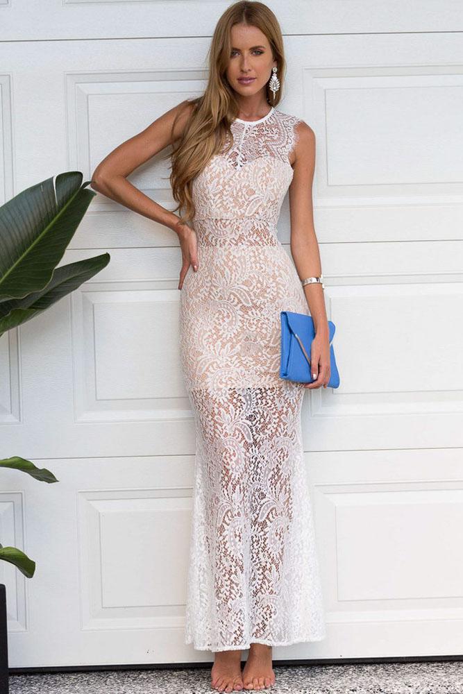 Фото в прозрачных кружевных платьях