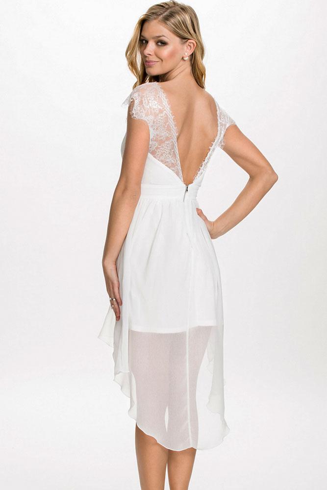9a85598d35d Белое шифоновое платье беби-долл с откытой спиной и кружевными рукавами