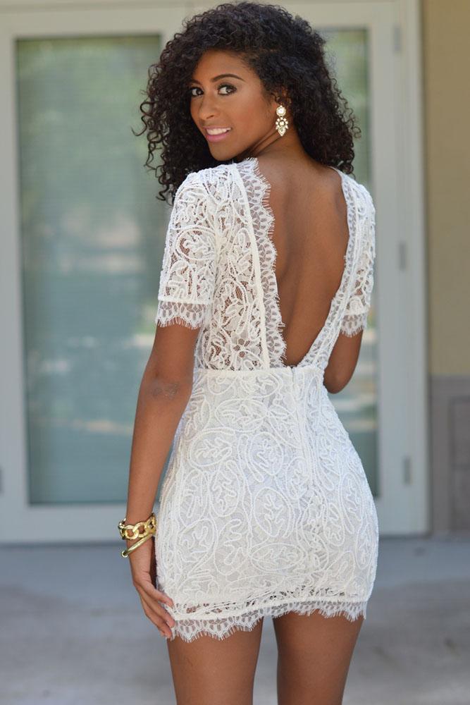 03545d1341d Белое кружевное мини-платье с открытой спиной и с коротким рукавом ...