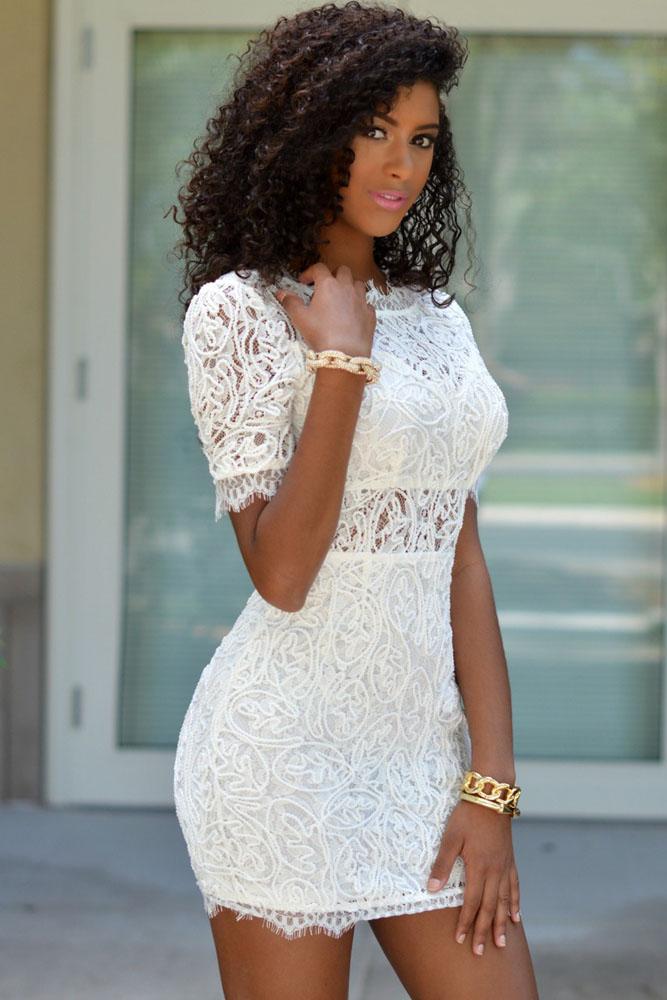 702cc01bae8 ... Белое кружевное мини-платье с открытой спиной и с коротким рукавом. img  · img img img