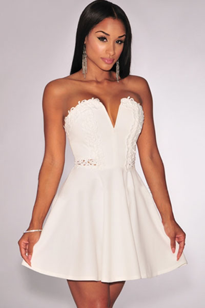 1ac67cea0e1 Короткое белое платье с открытыми плечами и пышной юбкой - купить ...