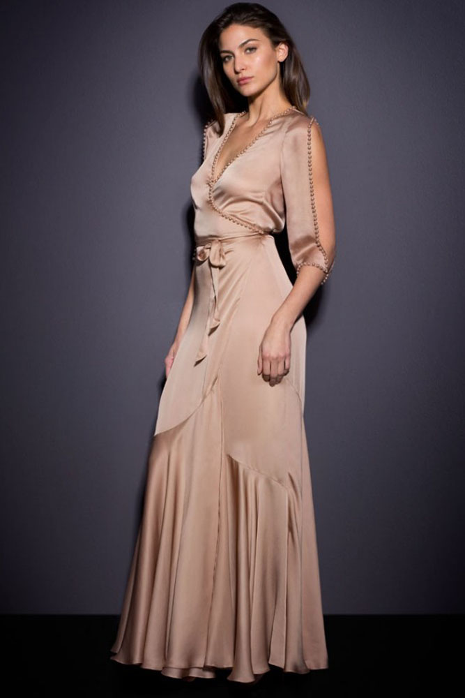 Бежевый атласное платье