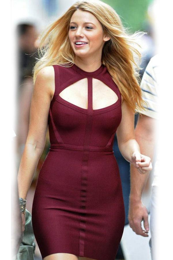 bb6cea5aee21 Бордовое приталенное платье мини с открытой спиной и с вырезом на груди