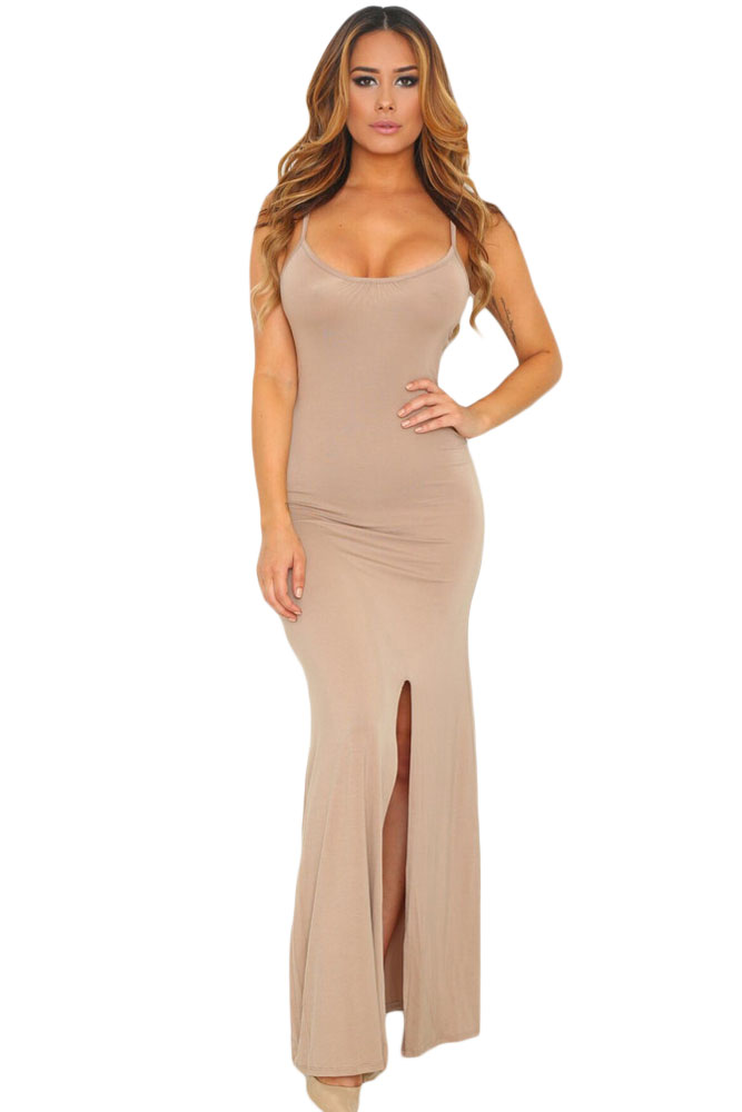 5c1f5301bc6 Бежевое обтягивающее платье макси с глубоким декольте и разрезом сбоку