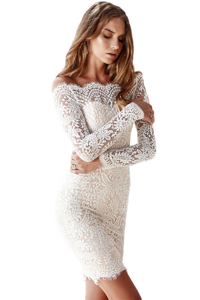 71da3dfe734 Кружевное белое платье-футляр с обнаженными плечами и длинными рукавами