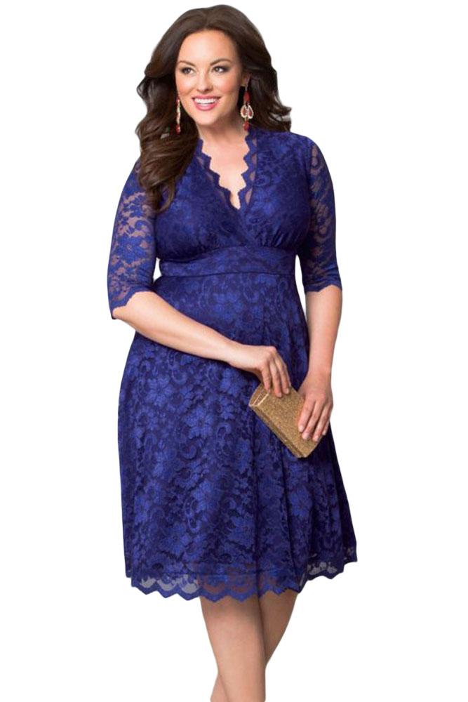 Синее кружевное платье до колен
