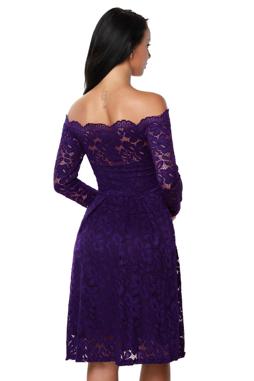 f1fb2ba270fa93b Фиолетовое кружевное платье А-силуэта с открытыми плечами и фигурным  декольте