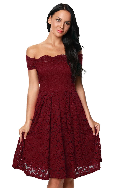 83597ca75935533 Бордовое кружевное платье с открытыми плечами и спущенными рукавами ...