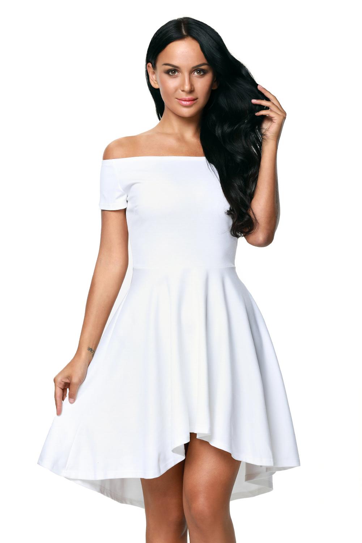 368516cb291 Белое приталенное платье с открытыми плечами и удлиненной сзади пышной юбкой