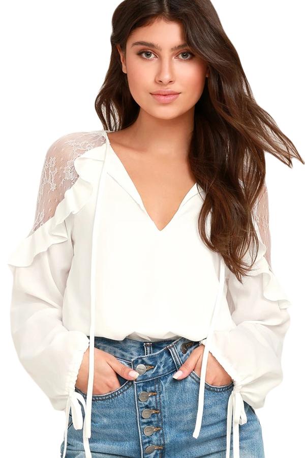 1510cb20846 Белая свободная блуза с кружевными вставками и воланами на плечах ...