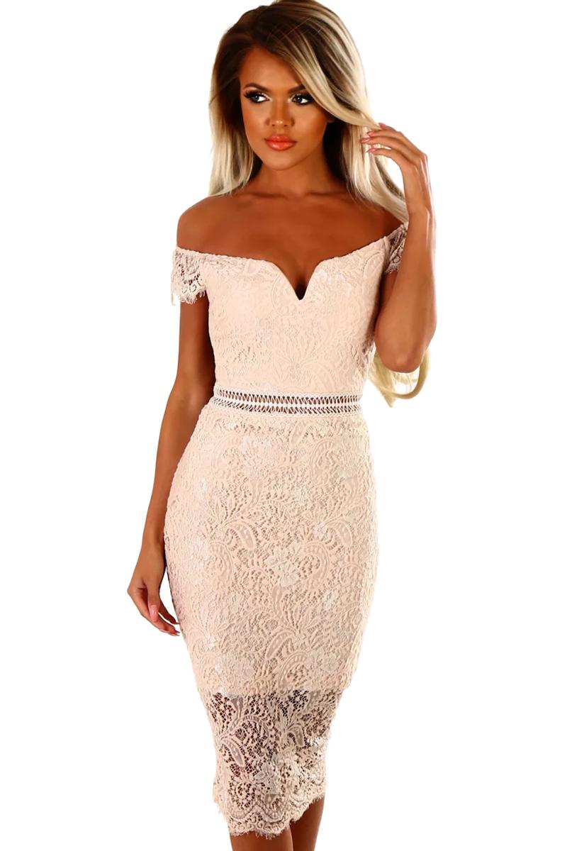 7f4545dbbd22158 Персиковое кружевное платье-футляр с открытыми плечами - купить ...