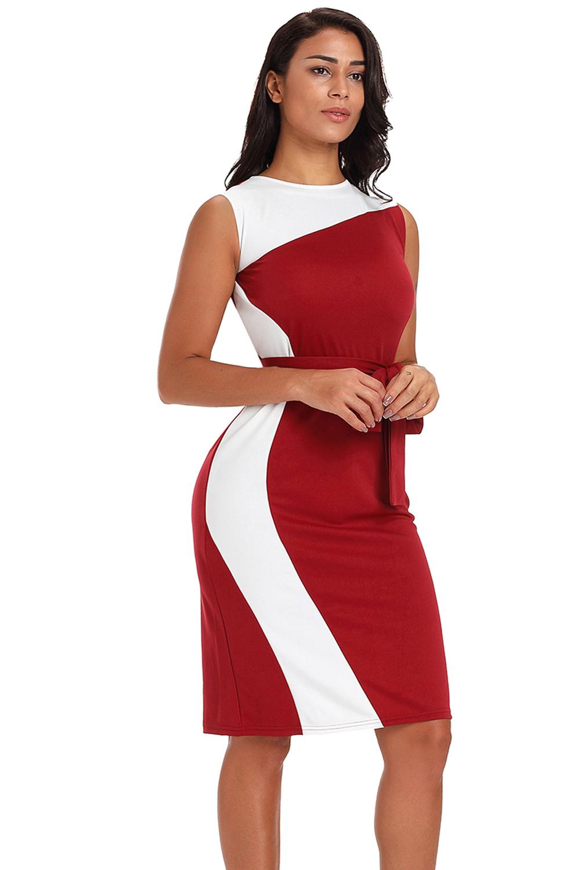 85c4ea16b80 Красное платье-футляр с асимметричными белыми вствками и поясом ...