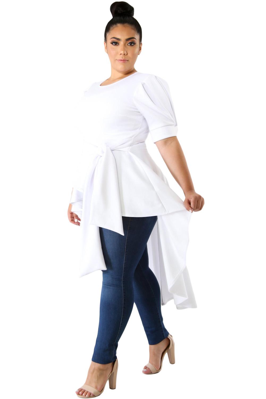 9255a39d90e Белая удлиненная блуза с рукавами-фонариками и асимметричной баской ...