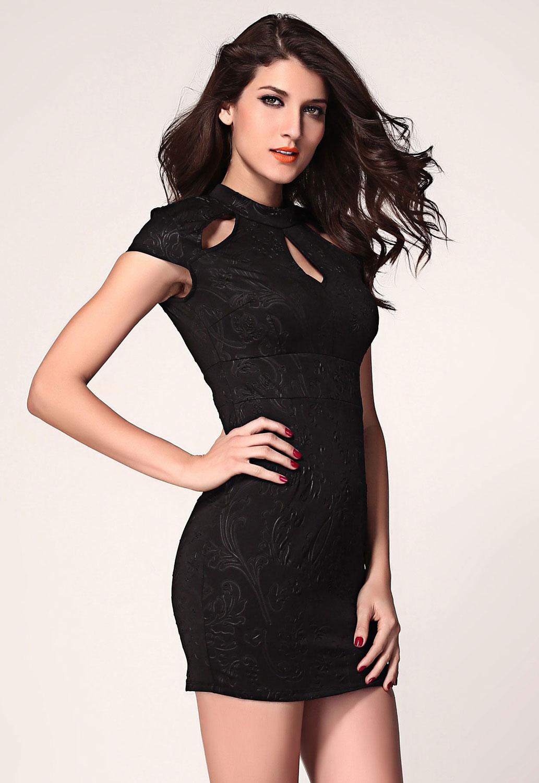 e24657c8ecf Черное платье с растительным принтом и вырезом  капелька  на лифе ...