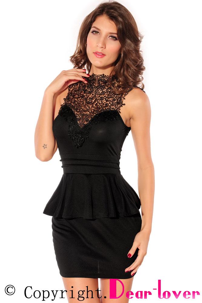 Черное платье с кружевом и вырезом