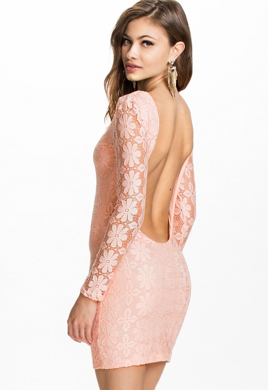 вечернее короткое платье открытой спиной фото