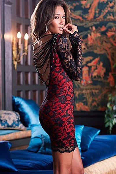 Красное платье с гипюром черным