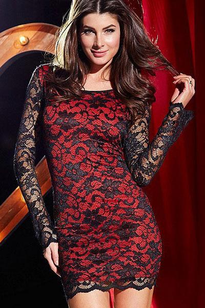 Платья красное с черным гипюром