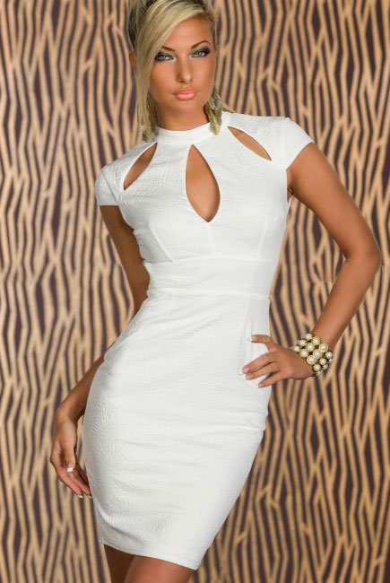 653354c6dc2 Белое платье с растительным принтом и вырезом  капелька  на лифе ...
