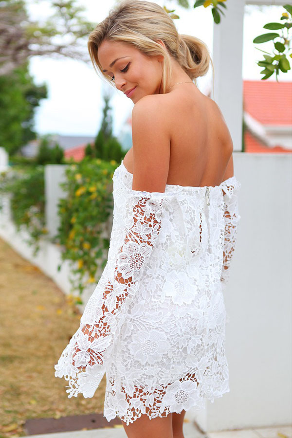 185e83ad5dc Белое гипюровое платье с открытыми плечами и спущенными рукавами ...