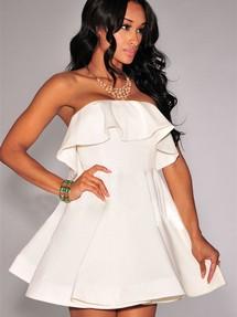 Белое платье с корсетом и пышной юбкой