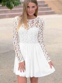Кружевное платье короткое с рукавами